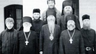 Братия монастыря Преп. Иова в начале 1990 г. Бр. Лаврентий, крайний справа в первом ряду.